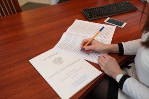akt notarialny podpis