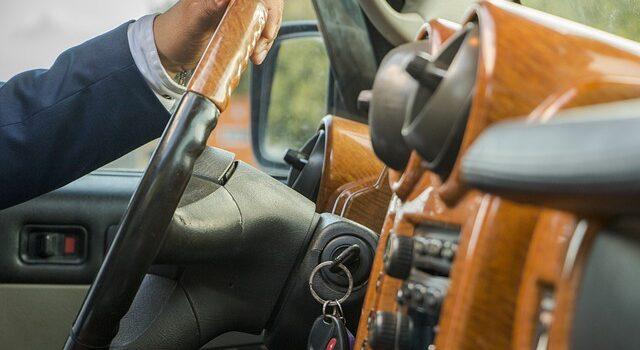Umowa użyczenia samochodu, czymusi być wformie aktu notarialnego?